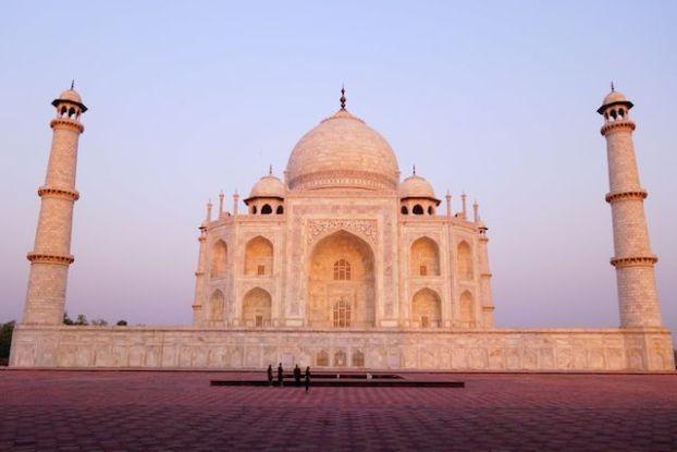 Superbe leve du soleil ou les couleurs du Taj Mahal sont hallucinantes photos blog voyage tour du monde https://yoytourdumonde.fr