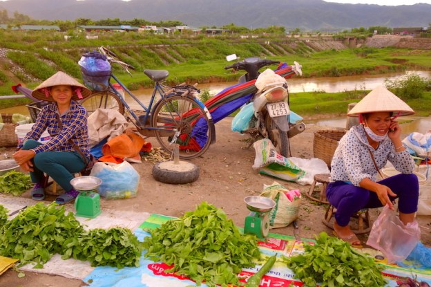 Le marché de Dien bien phu photo voyage tour du monde vietnam france https://yoytourdumonde.fr