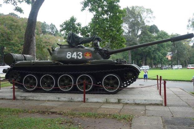 Un tank dans le Palais de la Reunification à Saigon