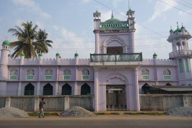 Vous pouvez visiter certaines mosquée à Mawlamyine elles ont été construite du temps de la colonisation britannique en Birmanie photo blog tour du monde http//yoytourdumonde.fr