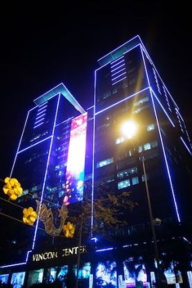 Vietnam: La ville de Saigon se visite aussi de nuit avec un effort sur les lumières de la ville.