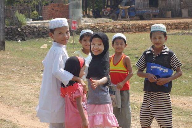 les minorités ethniques du cote de Mawlamyine en Birmanie. photo blog voyage tour du monde https://yoytourdumonde.fr
