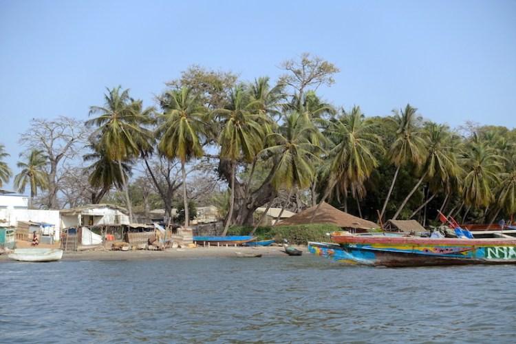 C'est d'Elinquine que j'ai pris le bateau pour rejoindre Carabane photo blog voyage tour du monde https://yoytourdumonde.fr