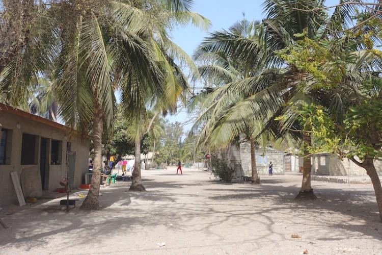 Les rues de Carabane au Sénégal en Afrique photo blog voyage tour du monde https://yoytourdumonde.fr