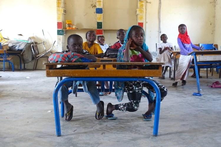 Des écoliers à Carabane au Sénégal photo blog voyage tour du monde https://yoytourdumonde.fr