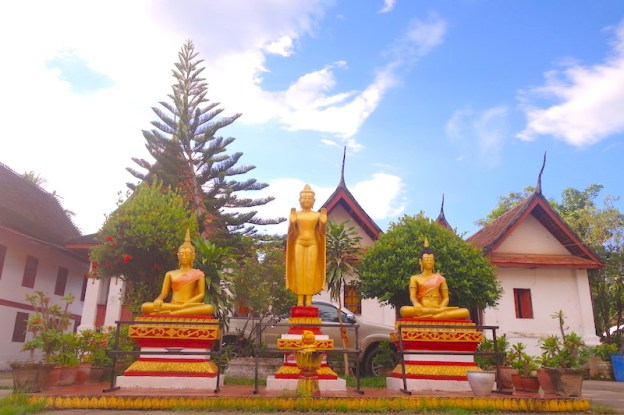Laos: Temple à Luang Prabang photo blog voyage tour du monde https://yoytourdumonde.fr