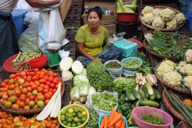produit ici sur l'agriculture à rangoon en birmanie vente sur le marche photo blog voyage tour du monde birmanie https://yoytourdumonde.fr