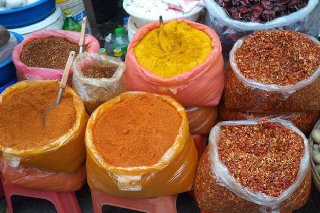 les produits vendus sur le marche de rangoon en birmanie photo blog voyage tour du monde https://yoytourdumonde.fr