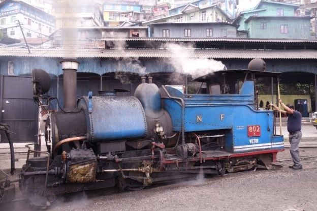 Wagon train darjeeling inscrit UNesco photo blog voyage tour du monde https://yoytourdumonde.fr