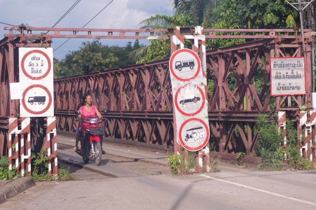 pont laos luang prabang photo blog voyage tour du monde https://yoytourdumonde.fr