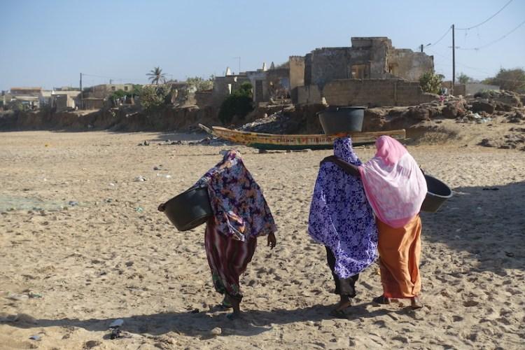 Femmes au Sénégal photo blog voyage tour du monde https://yoytourdumonde.fr