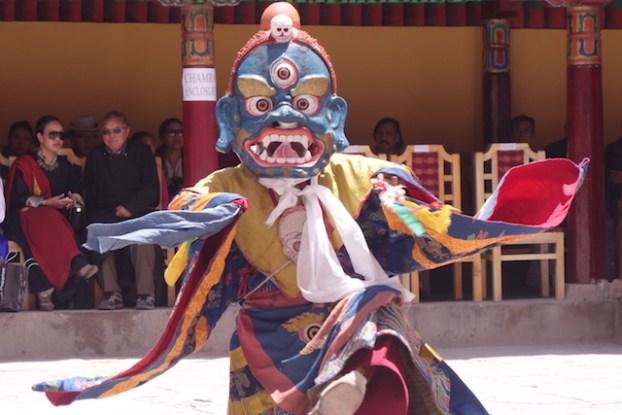 Festival ladakh temple tibétain photo blog voyage tour du monde https://yoytourdumonde.fr