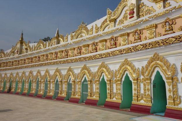 Entre les nombreux stupas et temples il vous faudra beaucoup de temps pour visiter la magnifique colline de Sagaing en Birmanie photo voyage tour du monde https://yoytourdumonde.fr