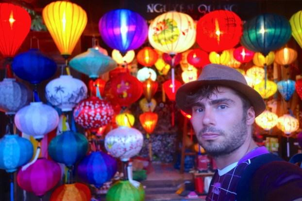 Hoi an est souvent appelé la ville aux lanternes quand à la nuit tombée des milliers de lanternes sont allumés. Photo blog voyage tour du monde https://yoytourdumonde.fr