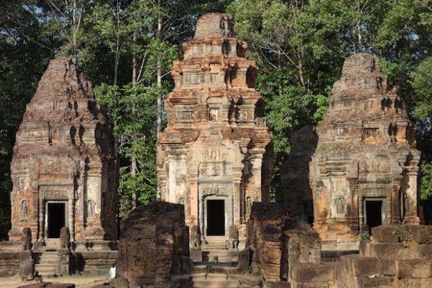 L'un des premiers temples d'Angkor construit dans le groupe des Roluos. Preah Ko et Bakong blgo photo https://yoytourdumonde.fr