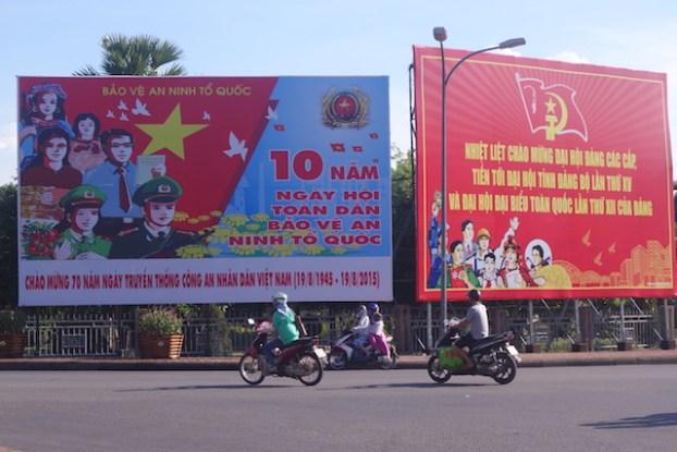 Affiche de propagande au Vietnam à Hué photo blog voyage tour du monde https://yoytourdumonde.fr