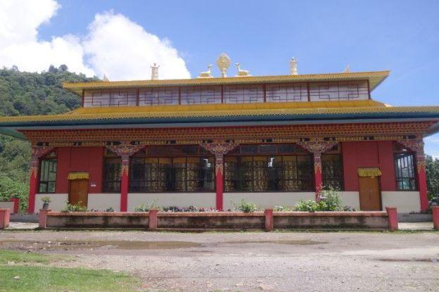 Temple tibétain à Yuksom photo blog tour du monde https://yoytourdumonde.fr