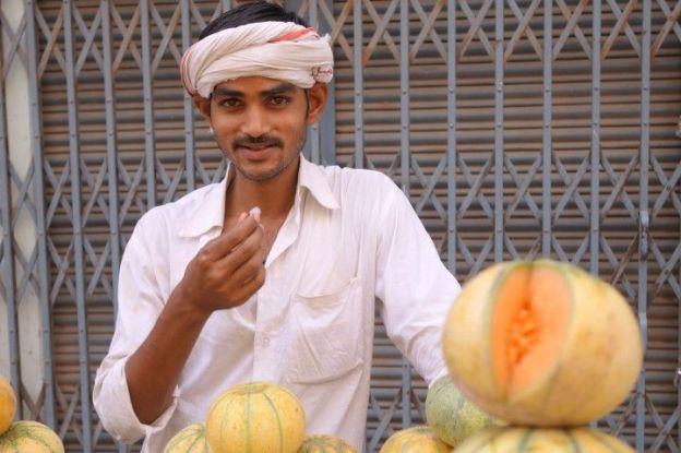 Marché de Varanasi en Inde photo blog voyage tour du monde https://yoytourdumonde.fr