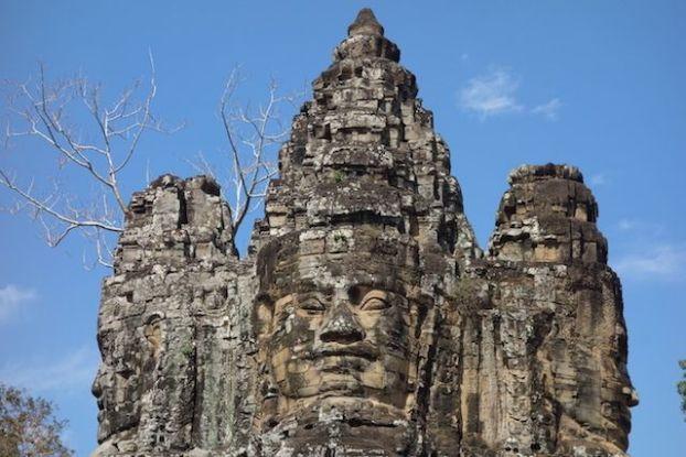 Visages que les murs d'Angkor Thom pour proteger les temples d'Angkor blog photo https://yoytourdumonde.fr