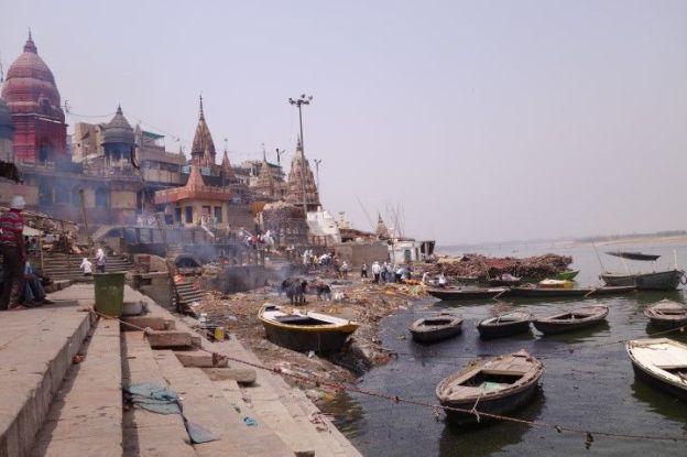 Manikarnika Ghat inde Varanasi. Cadeaux de la vie d'etre incinéré ici. photo blog voyage tour du monde. https://yoytourdumonde.fr