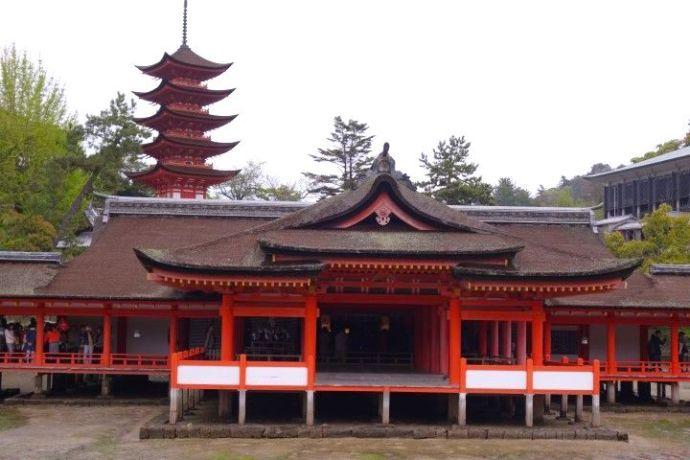 Miyajima temple photo blog voyage tour du monde https://yoytourdumonde.fr