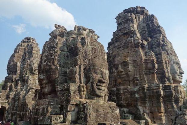 Les visages énigmatique du Baylon dans les temples d'Angkor photo blog https://yoytourdumonde.fr