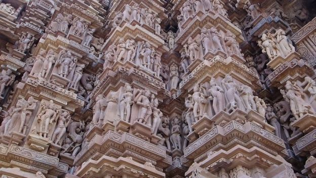 Temples Khajuraho et statues photo blog voyage tour du monde https://yoytourdumonde.fr