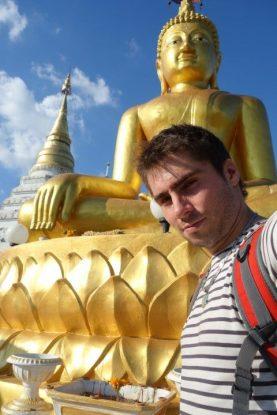 Yohann et Boudda c'est partie pour une relation qui va durer des mois et des mois dans toutes l'Asie... Des Bouddha par si, des Bouddha par la...