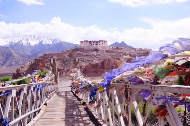 Stakna Monastery photo blog voyage tour du monde https://yoytourdumonde.fr