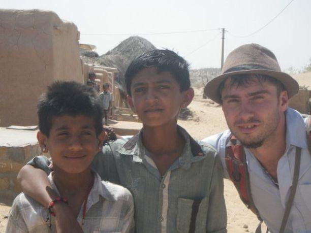 Photos prise dans le desert de thar avec les locaux lors de mon circuit de jaisalmer 3 jours deux nuits photo blog voyage tour du monde https://yoytourdumonde.fr