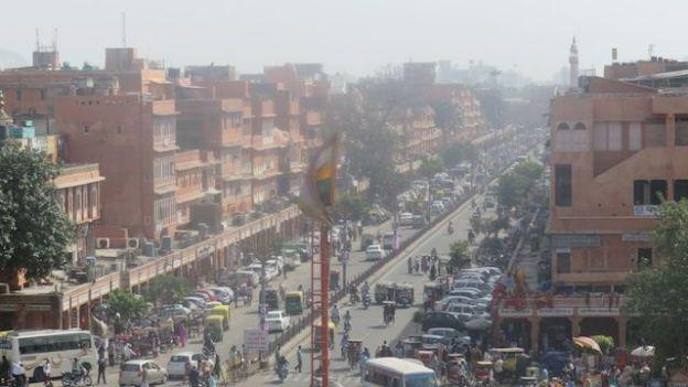 Inde: Vue globale de la ville de Jaipur surnommée la ville rose pour ces facades.