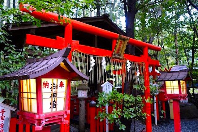 Il y a plus de 2000 temples à Kyoto et bon nombres sont inscrits au Patrimoine Mondiale de l'Unesco photo blog voyage tour du monde https://yoytourdumonde.fr