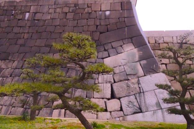 Architecture du chateau d'Osaka photo blog voyage tour du monde https://yoytourdumonde.fr