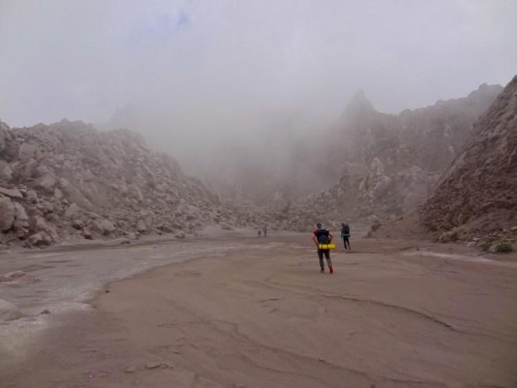 Sur le volcan Santa Maria près du Santiaguito au Guatemala, photo blog voyage tour du monde travel https://yoytourdumonde.fr