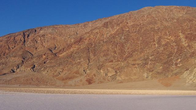 Couché de soleil magnifique dans la Vallée de la mort photo blog voyage tour du monde https://yoytourdumonde.fr