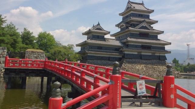 Le donjon de 5 étages du chateau de Matsumoto est inscrit au Patrimoine Mondial de l'Unesco. Photo blog voyage tour du monde https://yoytourdumonde.fr