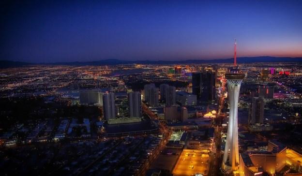 La superbe Stratosphère Tower de Las Vegas est célébre vous pouvez aller tout la haut photo blog voyage tour du monde https://yoytourdumonde.fr