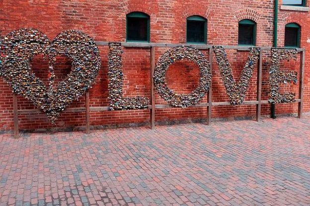 Les oeuvres d'art son pletores du coté de l'ancien quartier historique de Toronto photo voyage tour du monde http://yoytourdumond.fr