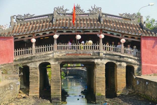 Seul un autre pont aussi vieux subsiste au Vietnam photo blog voyage tour du monde https://yoytourdumonde.fr