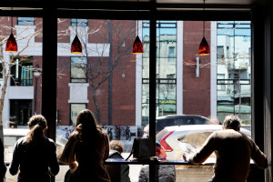 photo_restaurant-people-building-city-leeroy