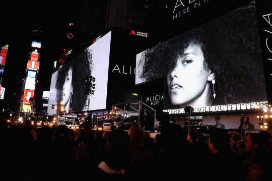 675455669KC00038 Alicia Key 540x359 - Event Recap: Alicia Keys Performs Concert in Times Square To Celebrate New Album #HERE @aliciakeys @QtipTheAbstract @Nas @JohnMayer @questlove