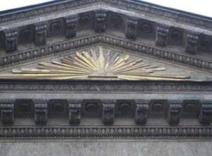 Всевидящее око на фронтоне Казанского собора в Санкт-Петербурге