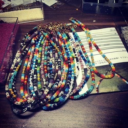 焦って作ってる#necklace!!これで15本あと10本😶…。29日までに作らなくちゃ頑張るง#bandmade  #beadwork  #納期迫る #頑張る