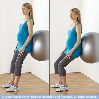 mcdc22_squats_fitnessball_pg
