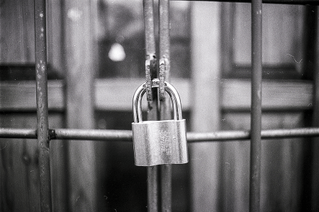 s-padlock-black-and-white-blur