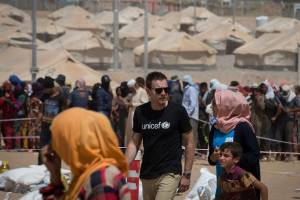UNICEF Ambassador Ewan McGregor walks through a section of the Debaga IDP camp in northern Iraq. Photo: UNICEF/Siegfried Modola