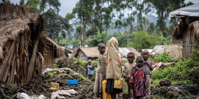 Children are looking for food and water in Kishanga camp, in DR Congo. In the early hours of the morning, under a leaden sky, 11,000 displaced people wake up, groggy from the cold night. Their daily struggle to find some dignity begins, in a camp that has stopped receiving emergency humanitarian aid for several years.