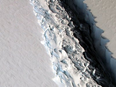 This 2016 photo shows a rift that, within a few months, released a Delaware-size iceberg. Image Credit: NASA/GSFC/OIB