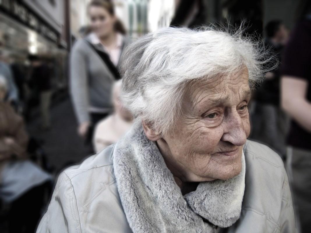 foto de una anciana