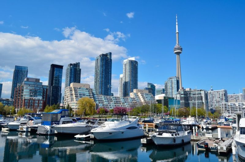 Image of a marina at the Harbourfront centre with the CN tower in the background by ElastiComputeFarm from Pixabay